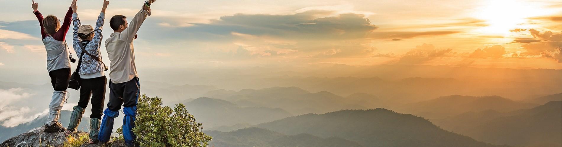 Berge und Sonnenuntergang