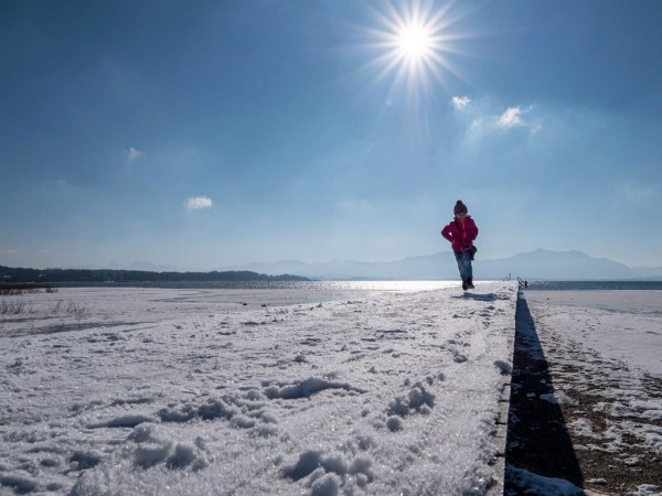 Jona im Winter am See