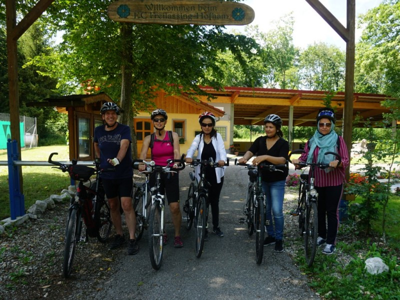Abschluss Frauen fahren Fahrrad